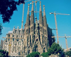 Find great car hire prices in Barcelona Airport